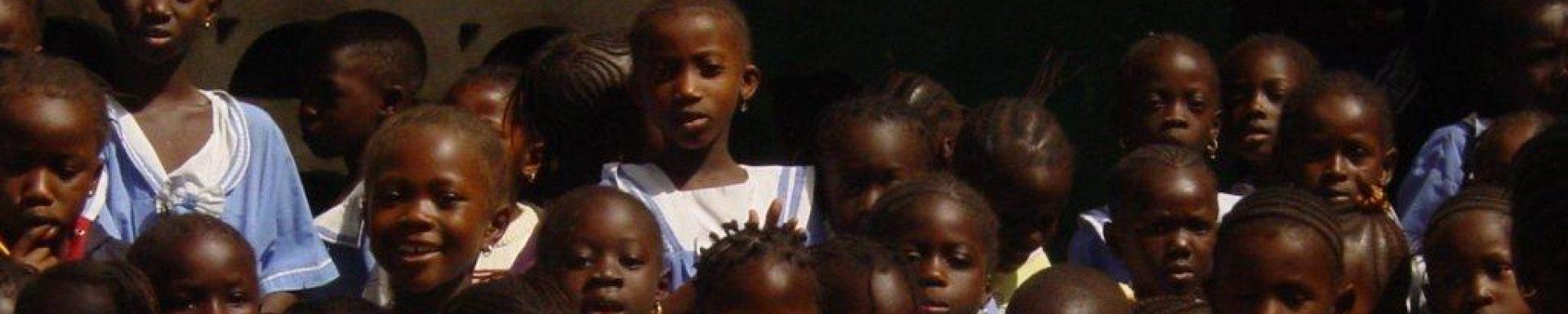 Lachende kinderen in Gambia