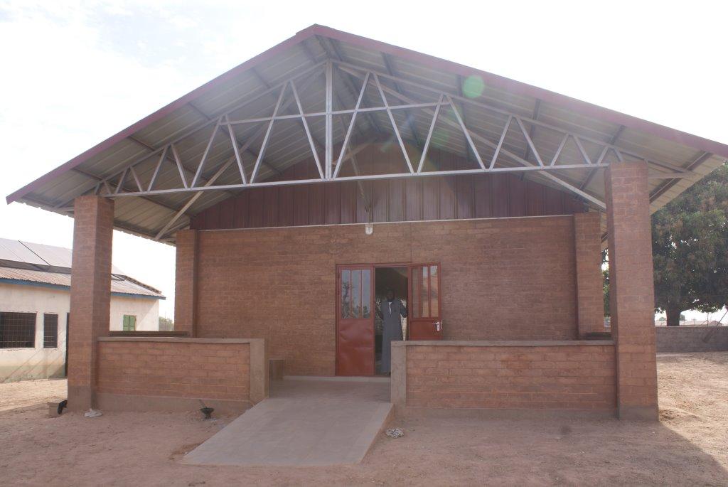 Een nieuw gebouw voor zorg in Gambia.