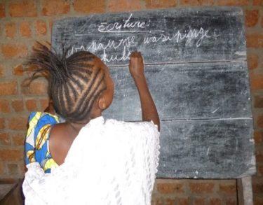 Vrouwen krijgen onderwijs in Congo
