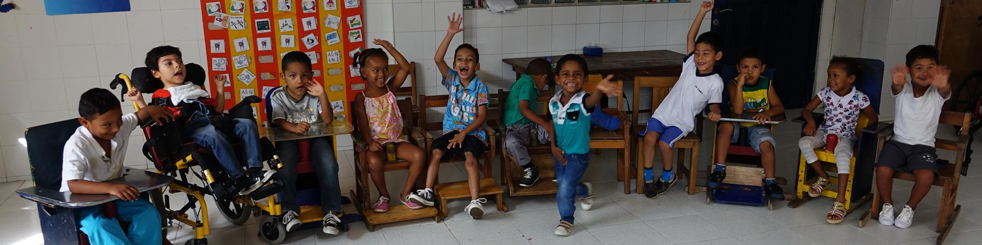 Blije kinderen in zorgcentrum Colombia