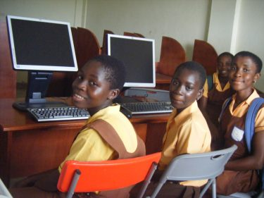 Uitbreiding computerschool in Ghana