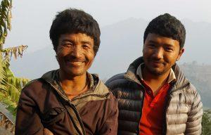 Vader en zoon in Tobang, Nepal.