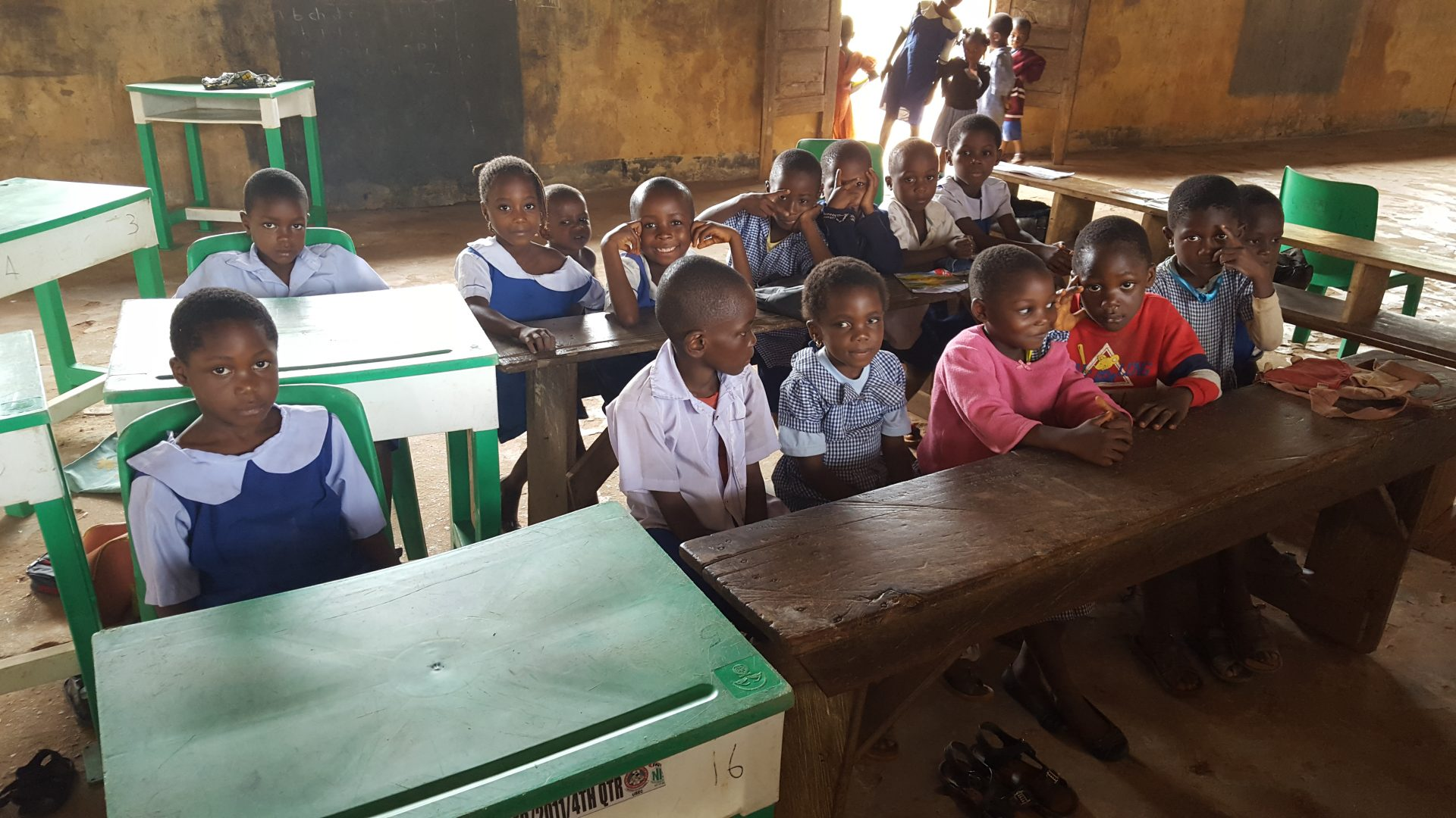 Kinderen in een schoolklas in Nigeria.