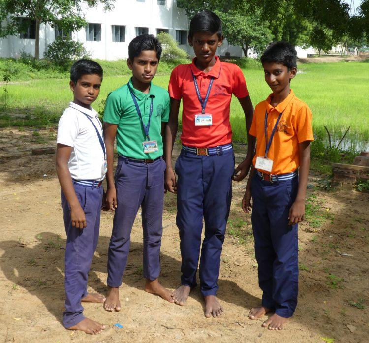 Sachin (13), Anbu (14), Inba (14) en Paundi (13) in India.