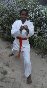 Shivangi doet aan Karate in India.