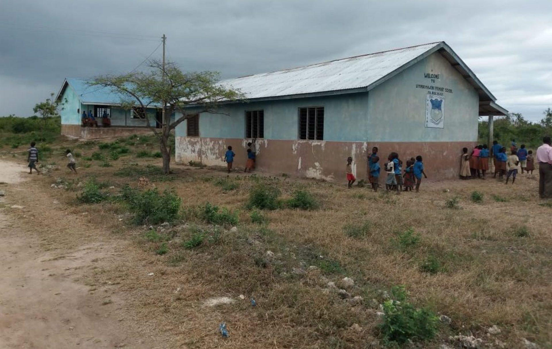 Een schooltje in een dorp in Kenia.