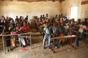 Een bombol klaslokaal in Koulouck, Senegal.